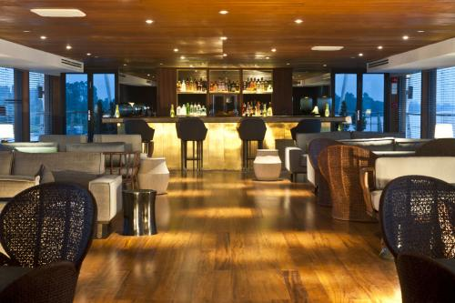 AQUA MEKONG - Luxury Motor Yacht For Charter - Interior Design - Img 4 | C&N