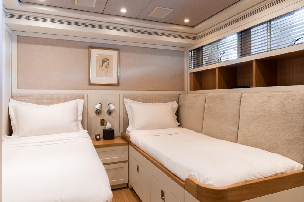 BELLE ISLE - Luxury Motor Yacht For Sale - 2 TWIN CABINS - Img 2 | C&N
