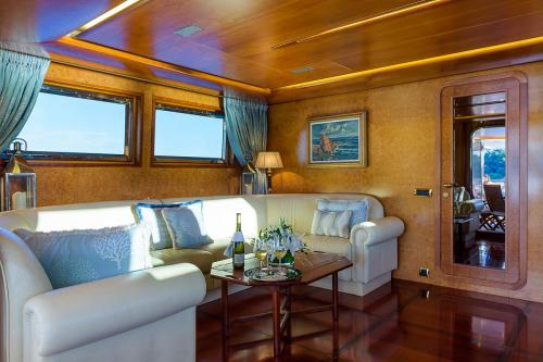 CD TWO - Luxury Motor Yacht For Charter - Interior Design - Img 4 | C&N