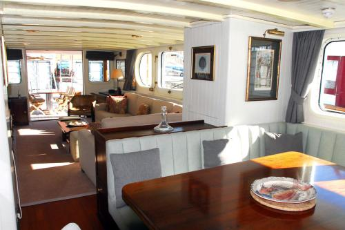 ALEXANDRIA - Luxury Motor Yacht For Sale - Interior Design - Img 2 | C&N