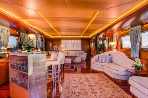 CD TWO - Luxury Motor Yacht For Charter - Interior Design - Img 1 | C&N