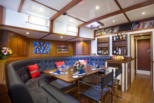 DALLINGHOO - Luxury Sailing Yacht For Charter - Interior Design - Img 1 | C&N