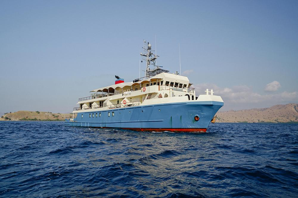 KUDANIL EXPLORER - Luxury Motor Yacht for Charter | C&N