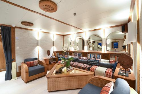 KUDANIL EXPLORER - Luxury Motor Yacht For Charter - Interior Design - Img 5 | C&N