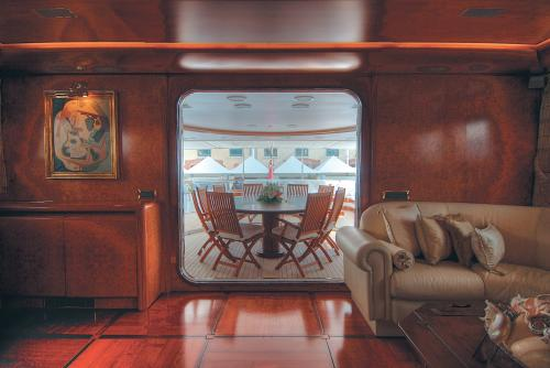 CD TWO - Luxury Motor Yacht For Charter - Interior Design - Img 5 | C&N