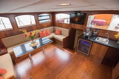 ORIENT PEARL - Luxury Sailing Yacht For Sale - Interior Design - Img 1 | C&N