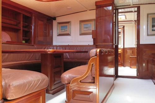 DON JUAN OF LONDON - Luxury Sailing Yacht For Sale - Interior Design - Img 2 | C&N