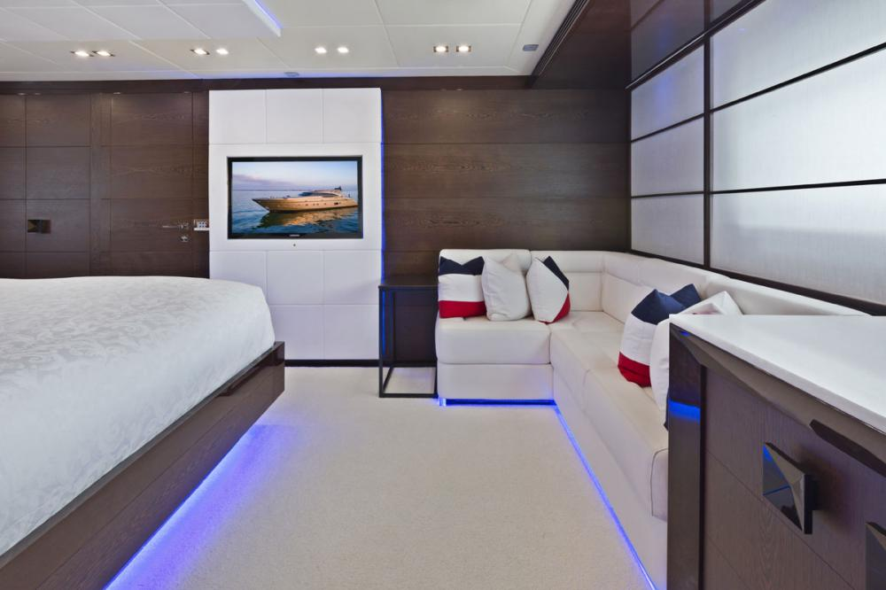FIVE WAVES - Luxury Motor Yacht For Charter - 1 MASTER CABIN - Img 3 | C&N