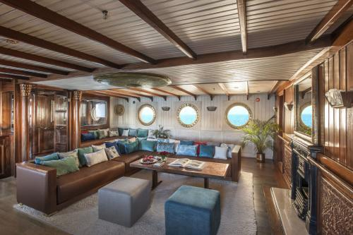 LA SULTANA - Luxury Motor Yacht For Sale - Interior Design - Img 1 | C&N