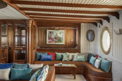 LA SULTANA - Luxury Motor Yacht For Sale - Interior Design - Img 2 | C&N