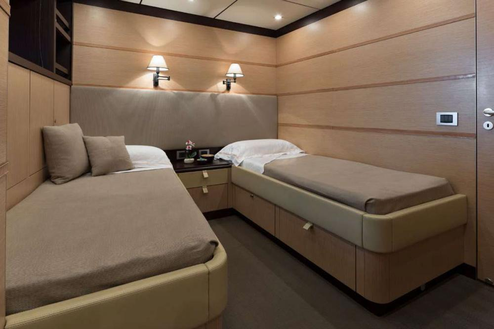 Indian - Luxury Motor Yacht For Sale - 2 TWIN CABINS - Img 2 | C&N