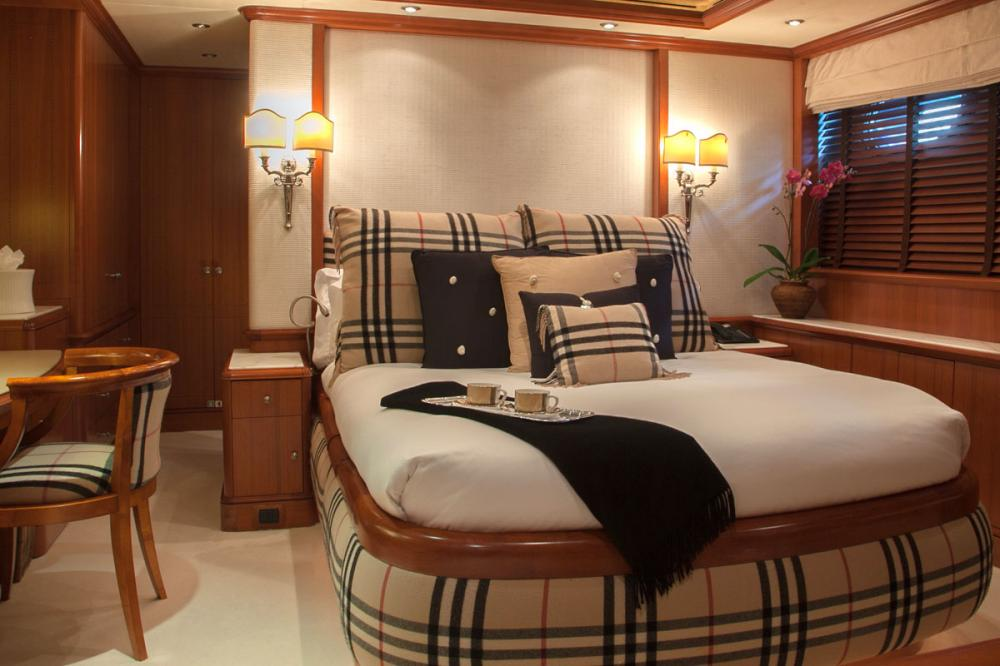JO - Luxury Motor Yacht For Charter - 2 DOUBLE CABINS - Img 2 | C&N