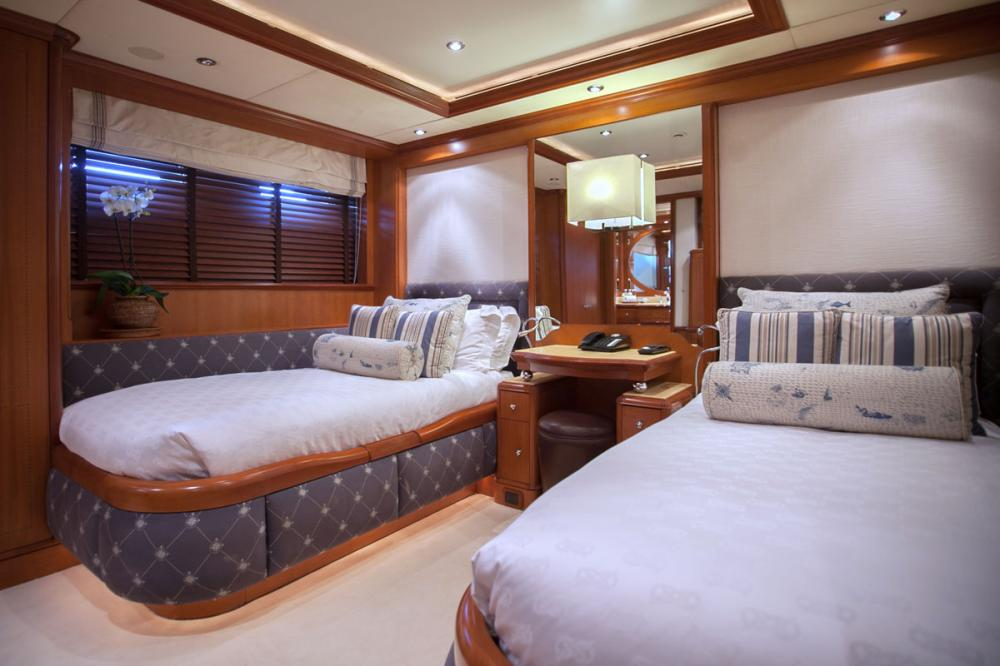 JO - Luxury Motor Yacht For Charter - 2 TWIN CABINS - Img 2 | C&N