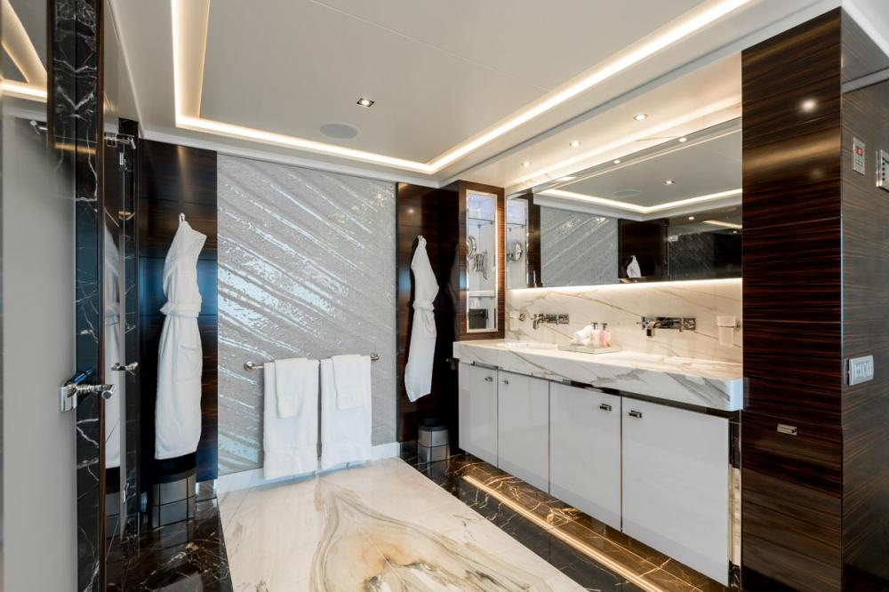 NASEEM - Luxury Motor Yacht For Sale - 1 MASTER CABIN - Img 4 | C&N
