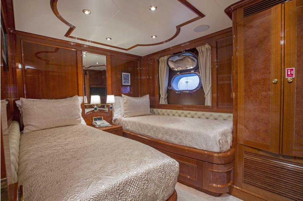SIETE - Luxury Motor Yacht For Charter - 2 TWIN CABINS - Img 1 | C&N