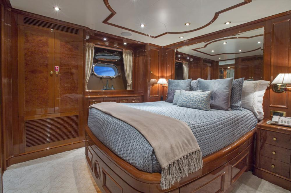 SIETE - Luxury Motor Yacht For Charter - 1 DOUBLE CABIN - Img 1 | C&N