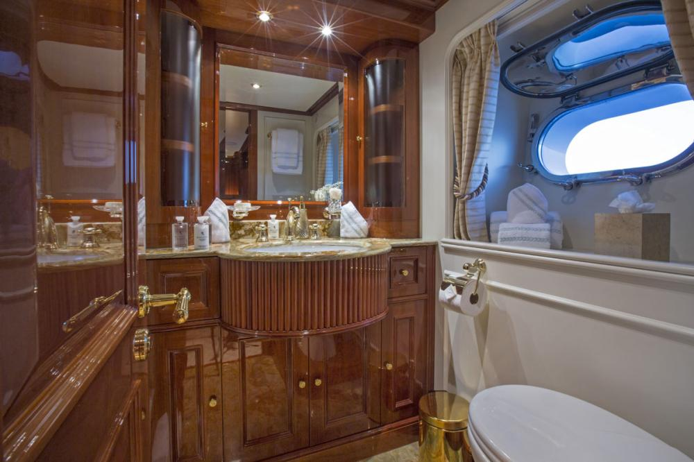 SIETE - Luxury Motor Yacht For Charter - 2 TWIN CABINS - Img 3 | C&N