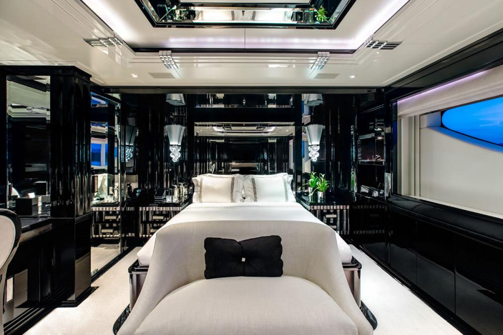 SILVER ANGEL - Luxury Motor Yacht For Charter - 1 VIP CABIN - Img 1 | C&N