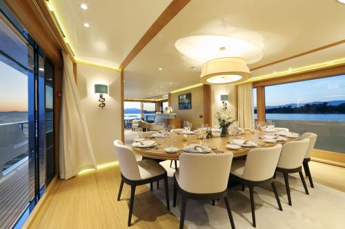 SOLIS - Luxury Motor Yacht For Charter - Interior Design - Img 4 | C&N