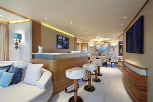 SOLIS - Luxury Motor Yacht For Charter - Interior Design - Img 5 | C&N