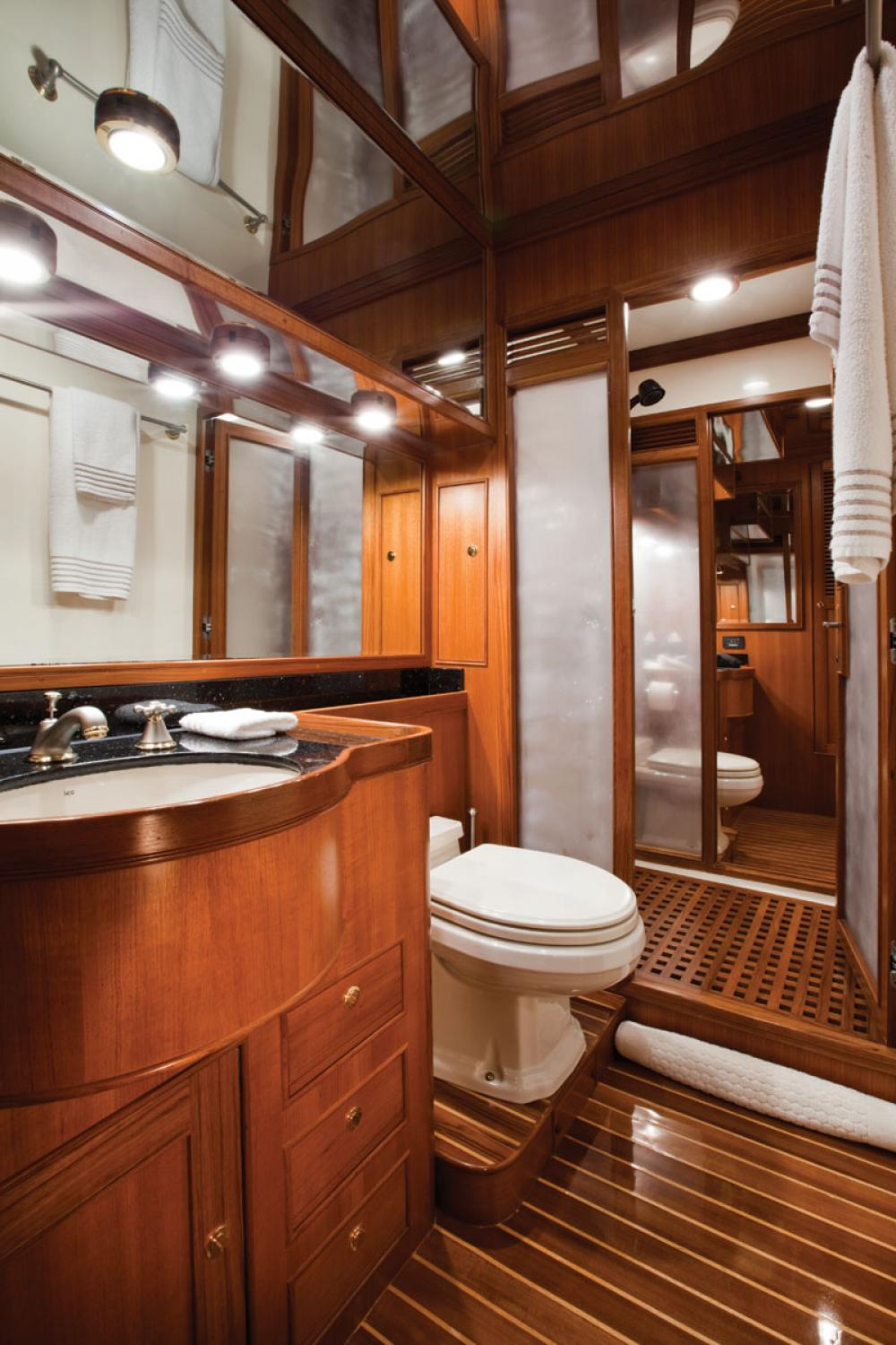 PATAGON - Luxury Motor Yacht For Sale - 1 MASTER CABIN - Img 2 | C&N