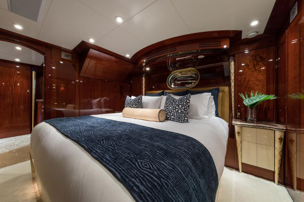 TOUCH - Luxury Motor Yacht For Charter - 3 DOUBLE CABINS - Img 2 | C&N