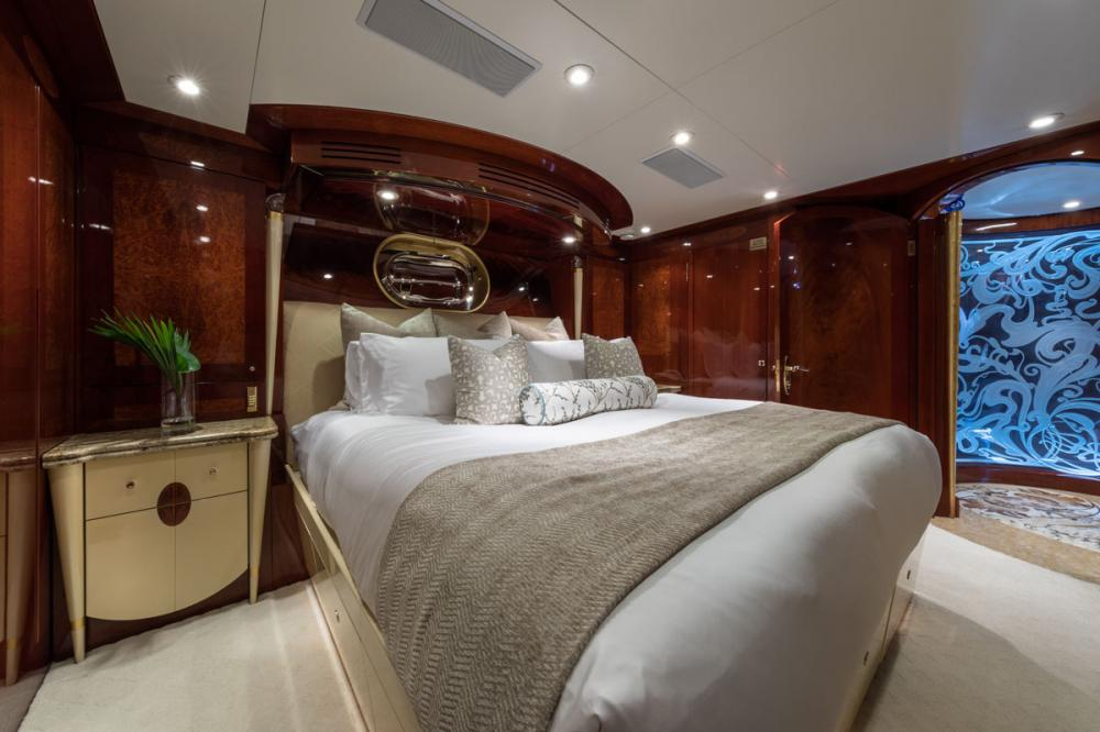 TOUCH - Luxury Motor Yacht For Charter - 3 DOUBLE CABINS - Img 3 | C&N