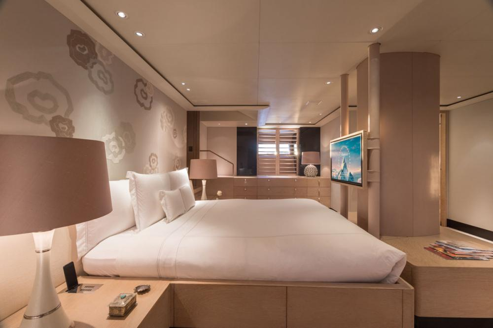 TWIZZLE - Luxury Sailing Yacht For Charter - 1 MASTER CABIN - Img 2 | C&N