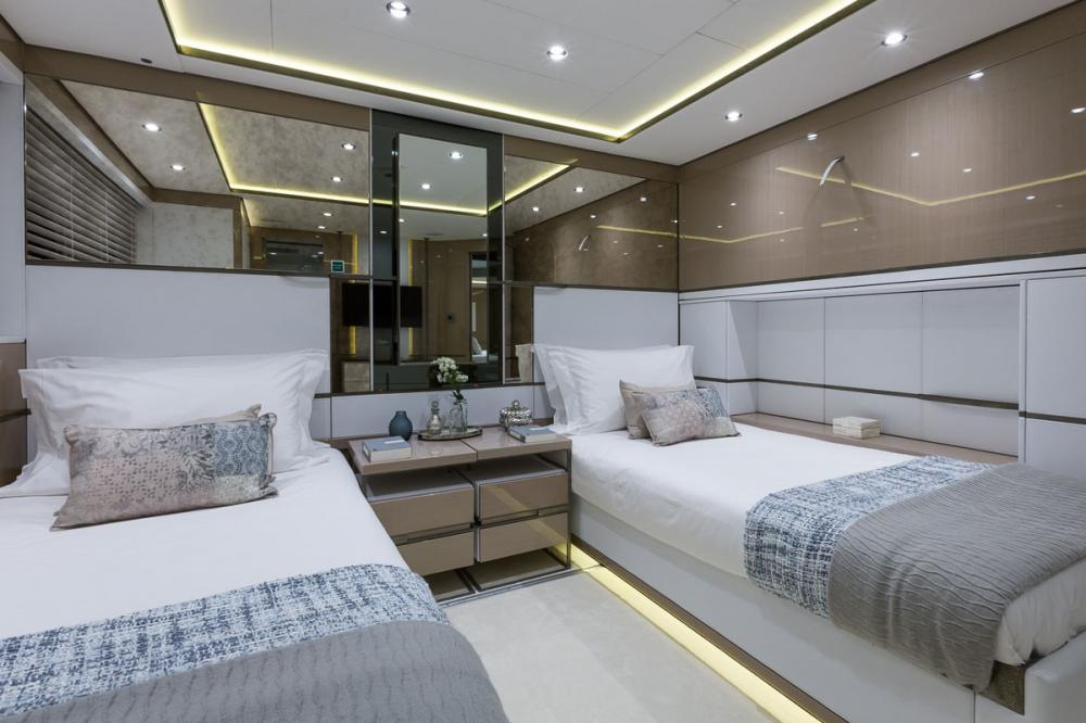 THUMPER - Luxury Motor Yacht For Charter - 2 TWIN CABINS - Img 1 | C&N