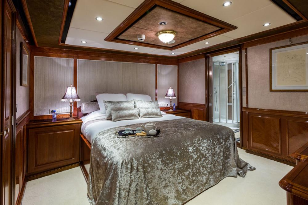 LEGEND - Luxury Motor Yacht For Charter - 2 VIP | 4 DOUBLE - Img 3 | C&N