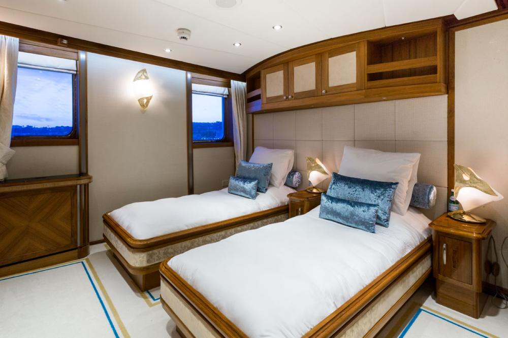 LEGEND - Luxury Motor Yacht For Charter - 4 TWIN CABINS - Img 2 | C&N