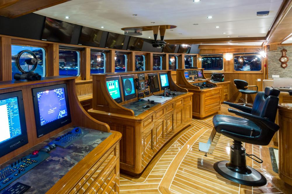 LEGEND - Luxury Motor Yacht For Charter - BRIDGE - Img 1 | C&N