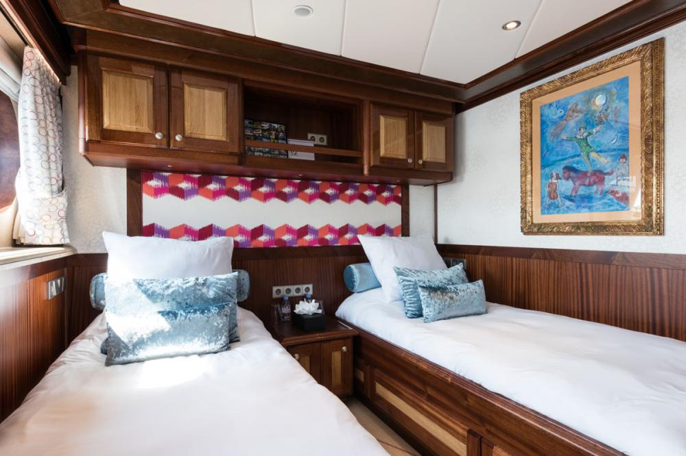 LEGEND - Luxury Motor Yacht For Charter - 4 TWIN CABINS - Img 4 | C&N