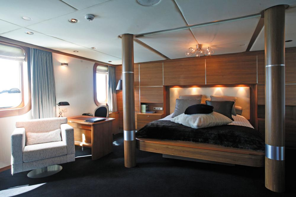 SHERAKHAN - Luxury Motor Yacht For Charter - 12 GUEST CABINS - Img 1 | C&N