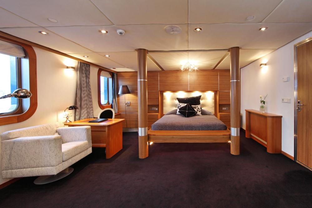SHERAKHAN - Luxury Motor Yacht For Charter - 12 GUEST CABINS - Img 3 | C&N