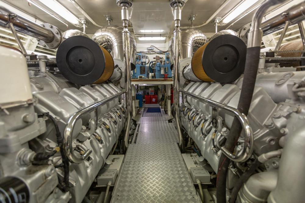 KING - Luxury Motor Yacht For Sale - ENGINE ROOM - Img 1 | C&N
