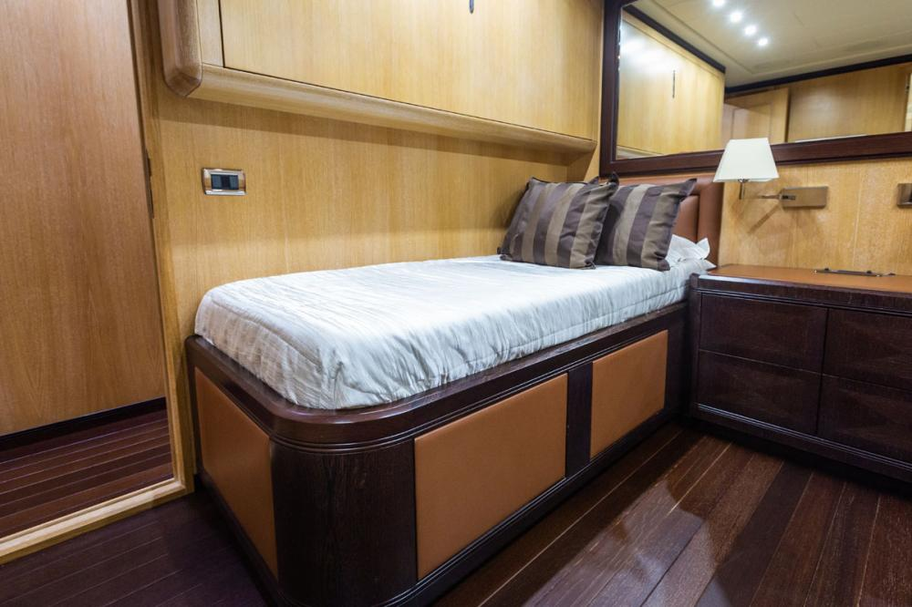 KING - Luxury Motor Yacht For Sale - 1 TWIN CABIN - Img 2 | C&N