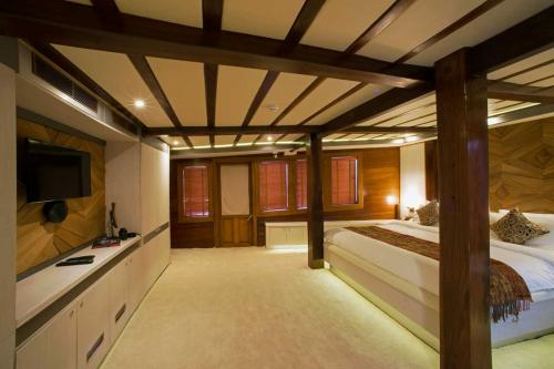 LAMIMA - Luxury Sailing Yacht For Charter - Interior Design - Img 5 | C&N