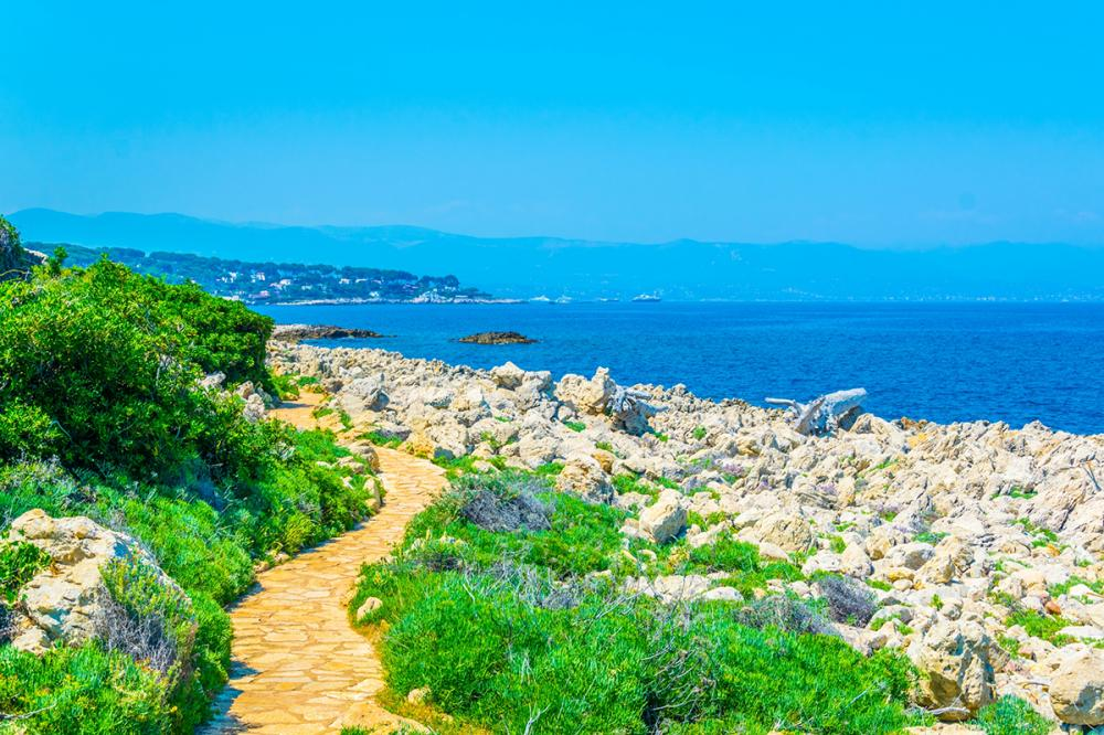 Cote d'Azur - CANNES TO CAP D' ANTIBES  - Luxury Charter Itinerary | C&N