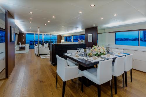 LIONSHARE - Luxury Motor Yacht For Charter - Interior Design - Img 2 | C&N