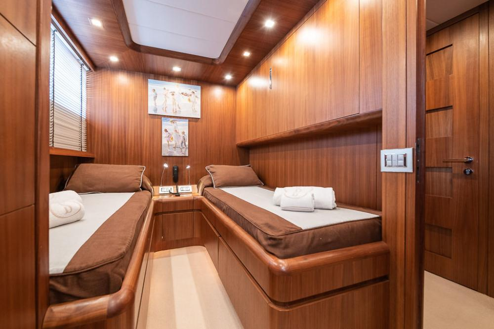 STRAVAGANZA - Luxury Motor Yacht For Sale - 2 TWIN CABINS - Img 5 | C&N