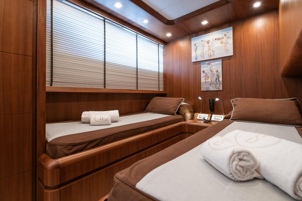 STRAVAGANZA - Luxury Motor Yacht For Sale - 2 TWIN CABINS - Img 6 | C&N