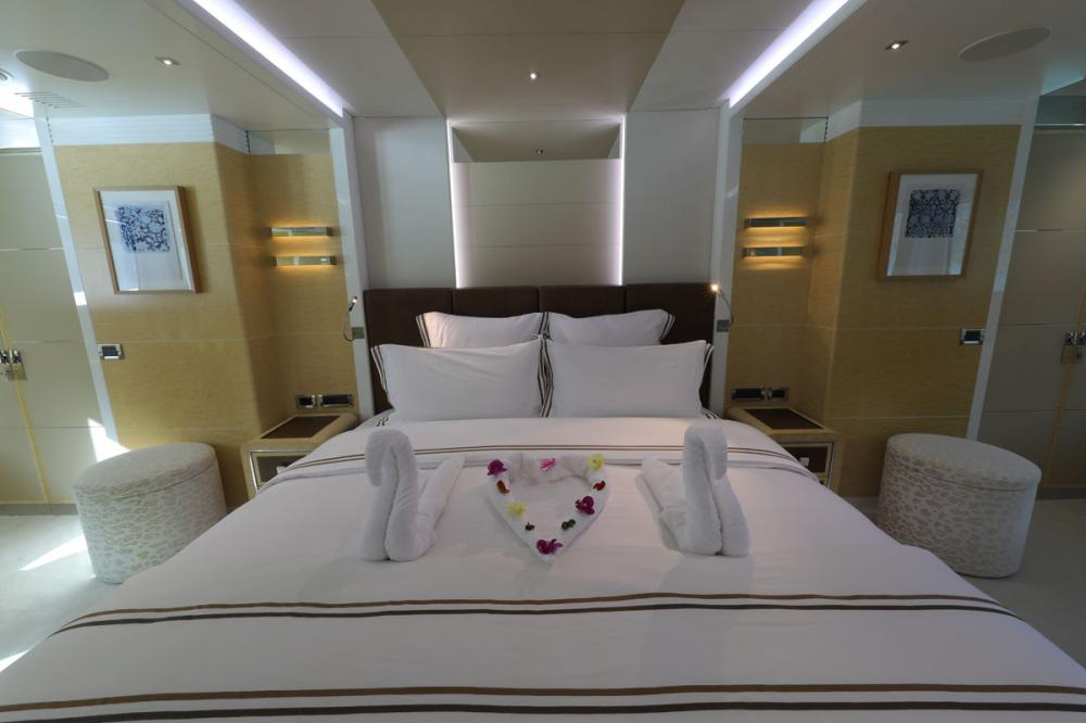 JADE 959 - Luxury Motor Yacht For Charter - 2 MASTER CABINS - Img 3 | C&N