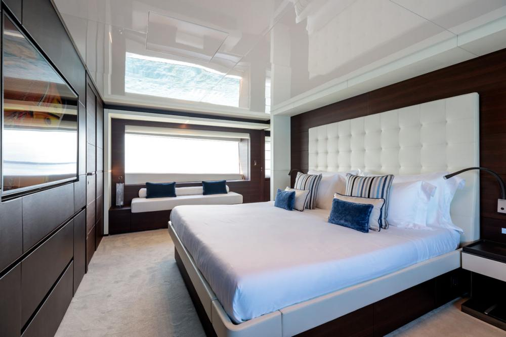 SONIC - Luxury Motor Yacht For Sale - 1 MASTER CABIN - Img 3 | C&N
