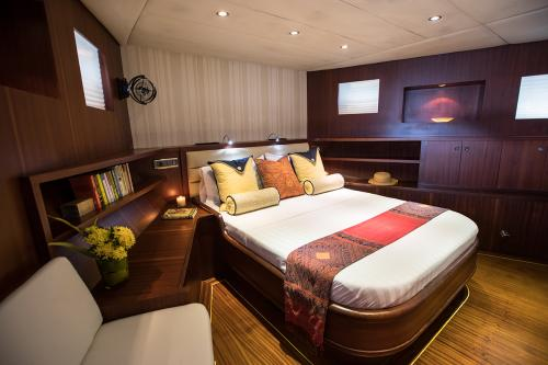 ORIENT PEARL - Luxury Sailing Yacht For Sale - Interior Design - Img 2 | C&N