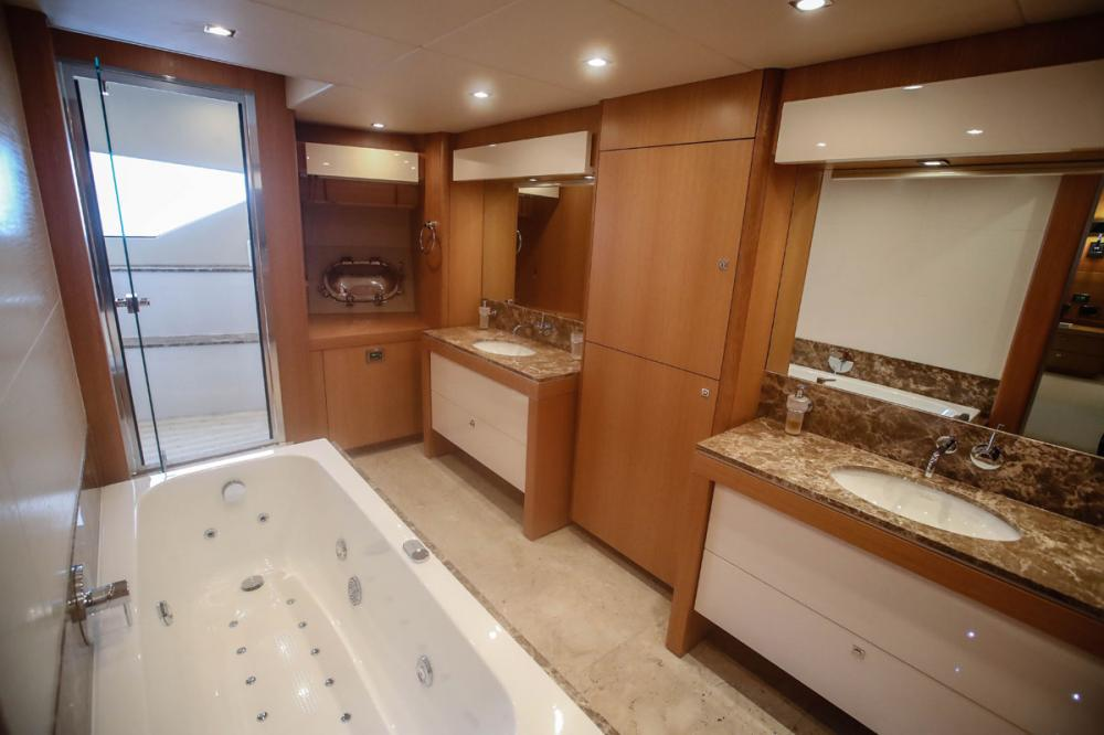Manhattan Express II - Luxury Motor Yacht For Sale - 1 MASTER CABIN - Img 4 | C&N