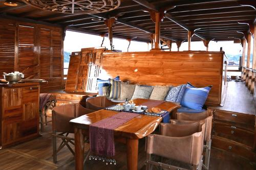 SEQUOIA - Luxury Sailing Yacht For Charter - Interior Design - Img 1 | C&N