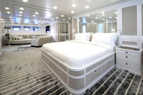 Spirit of the C's - Luxury Sailing Yacht For Charter - Interior Design - Img 3 | C&N