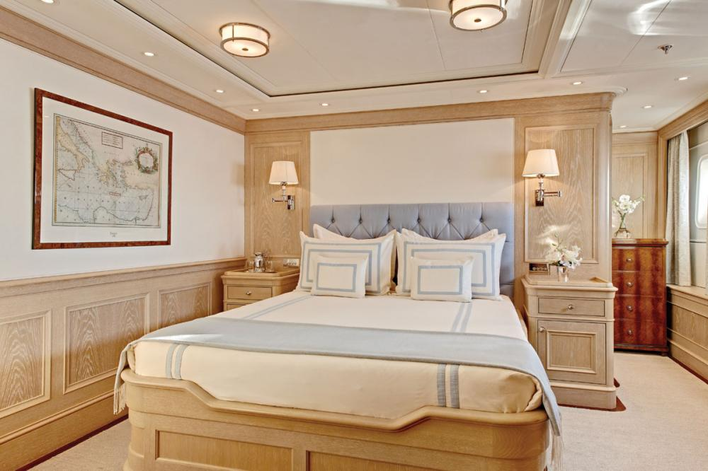Fabulous Character - Luxury Motor Yacht For Charter - 2 DOUBLE CABINS - Img 1 | C&N