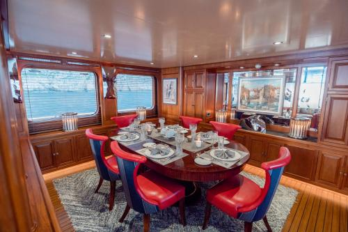 CHESELLA - Luxury Motor Yacht For Charter - Interior Design - Img 2 | C&N
